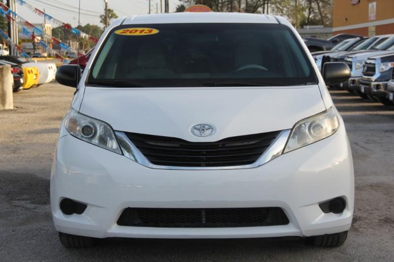 Toyota Sienna 2013 price $11,890