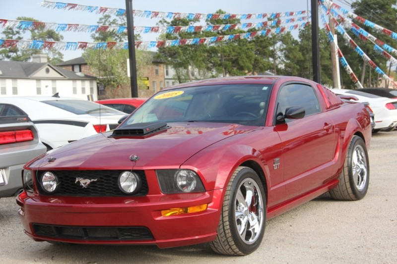 Ford Mustang 2005 price $12,890