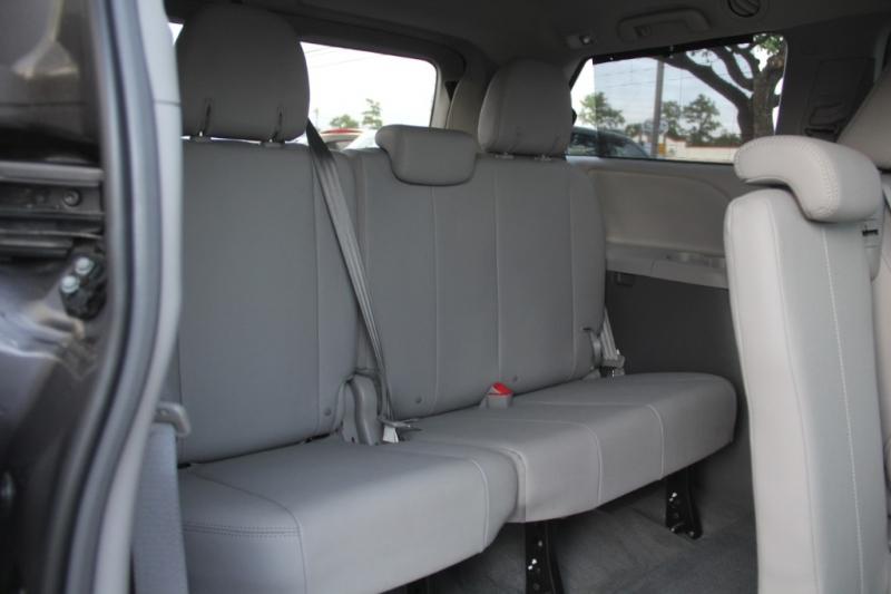 Toyota Sienna 2017 price $22,499