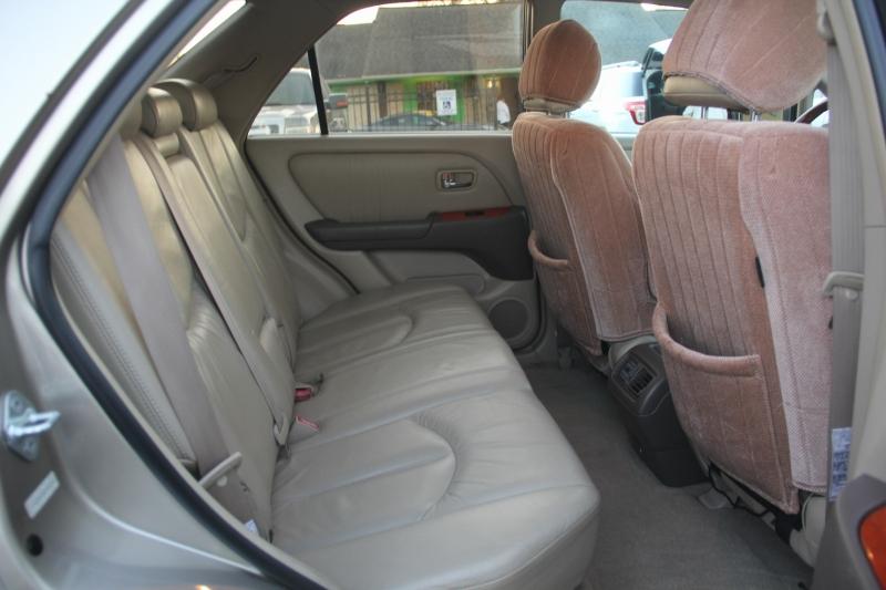 Lexus RX 300 2001 price $4,699
