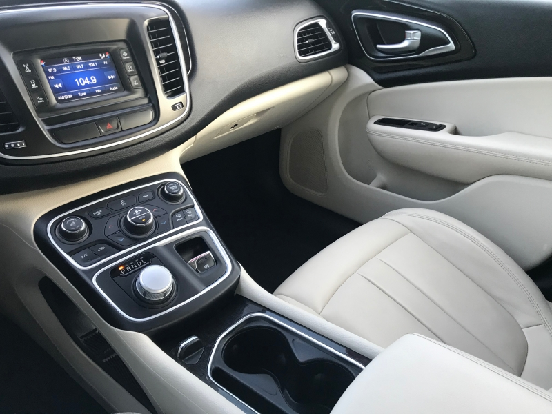 Chrysler 200-Series 2015 price $12,890