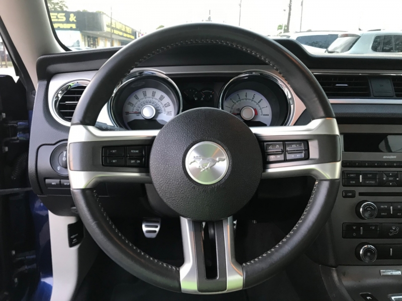 Ford Mustang 2010 price $13,890
