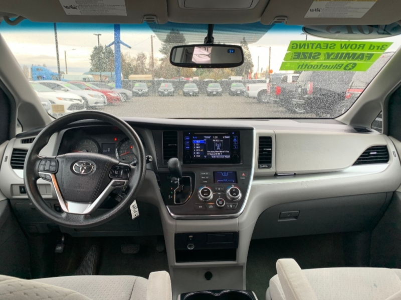 Toyota Sienna 2015 price $17,995