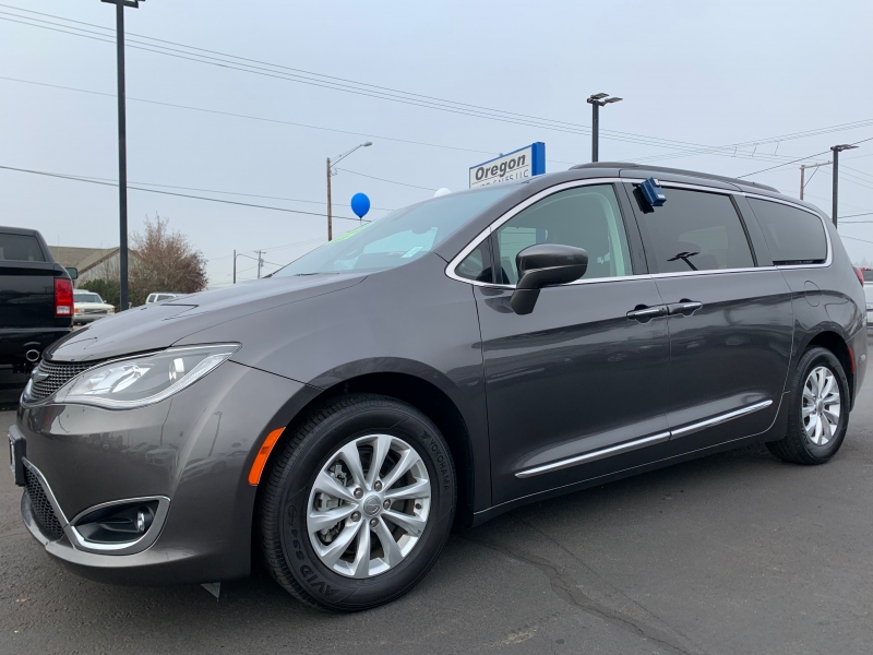 Chrysler Pacifica 2017 price $21,495