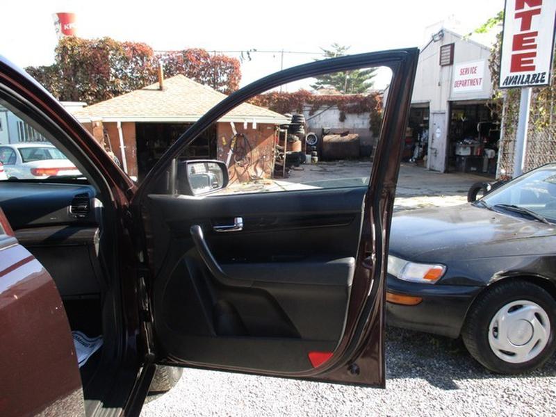 KIA SORENTO 2011 price $7,495