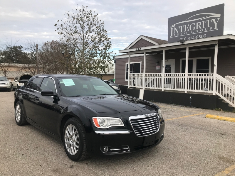 Chrysler 300 2012 price $10,477 Cash