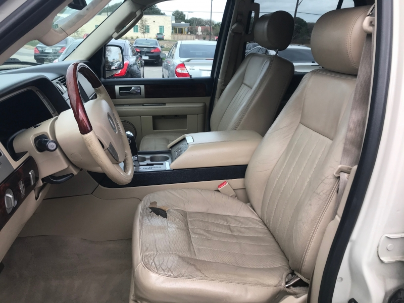 Lincoln Navigator 2006 price $5,977 Cash
