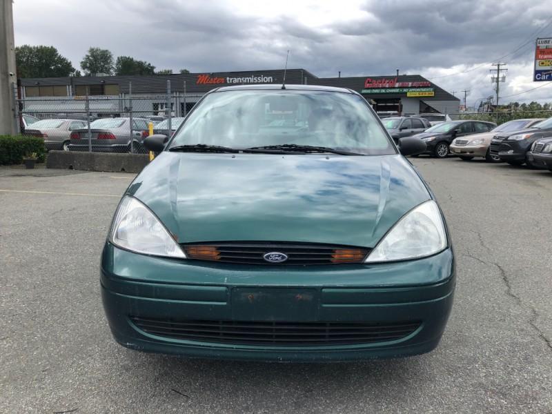 Ford Focus 2000 price $895