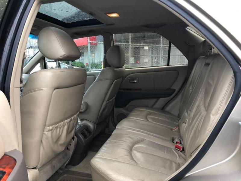 Lexus RX 300 2001 price $3,195