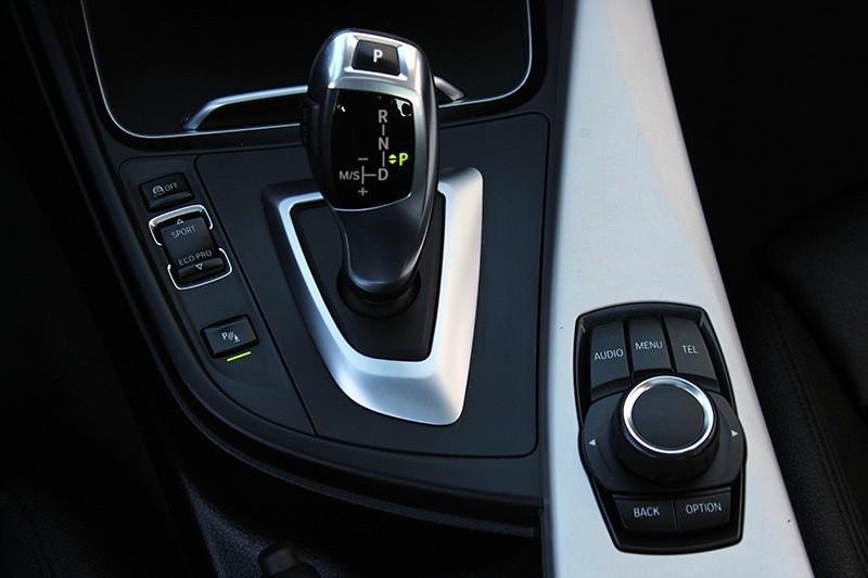 2016 BMW 320i  320i RWD