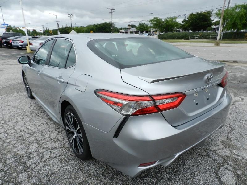 Toyota Camry 2018 price $18,295