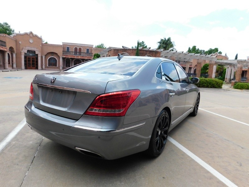 Hyundai Equus 2012 price $12,850