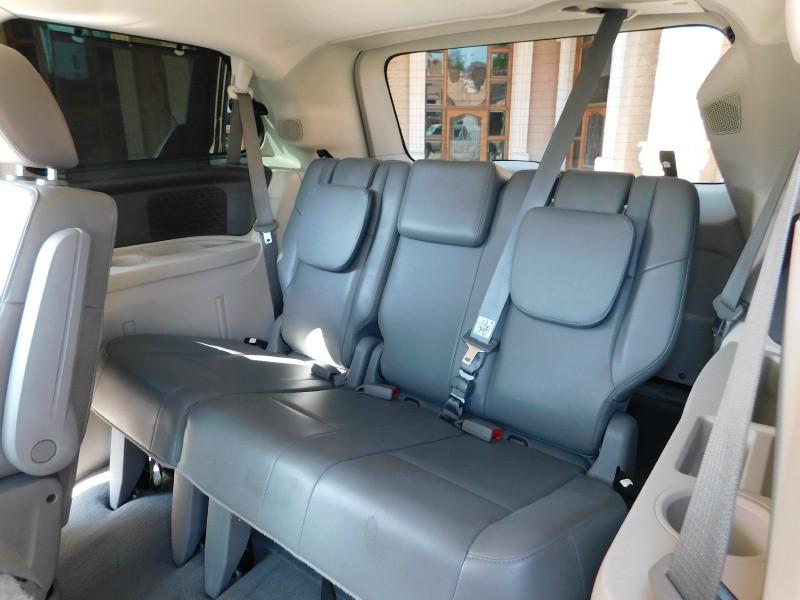 Volkswagen Routan 2014 price $12,650