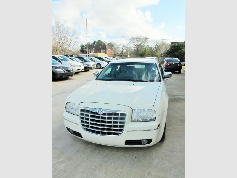 Chrysler 300 2006 price $5,990