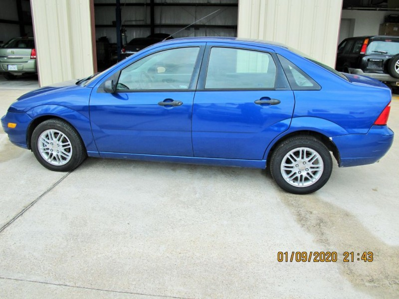 FORD FOCUS 2005 price $3,900