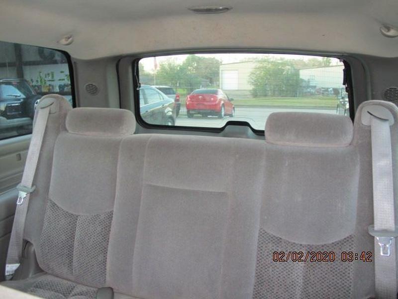 CHEVROLET SUBURBAN 2005 price $5,500