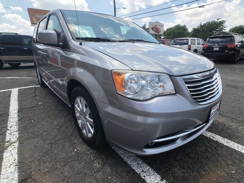 Chrysler Town & Country 2014 price $9,995