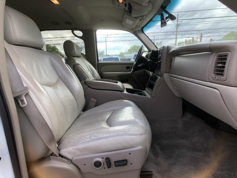 Chevrolet Suburban 2003 price $7,500