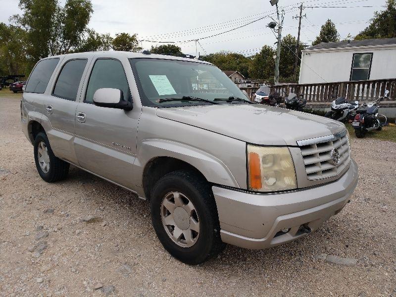 Cadillac Escalade 2004 price $2,300 Cash