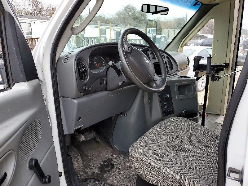 Ford Econoline E-450 Super Duty MINI BUS 2003 price $4,000 Cash