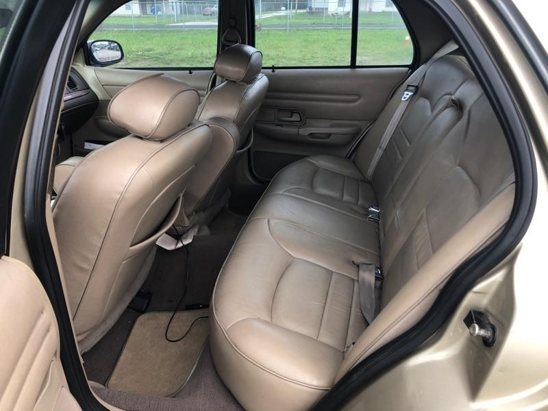 Ford Crown Victoria 2000 price $2,500 Cash