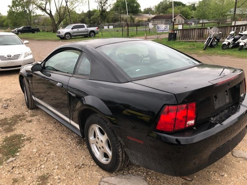 Ford Mustang 2002 price $2,800 Cash