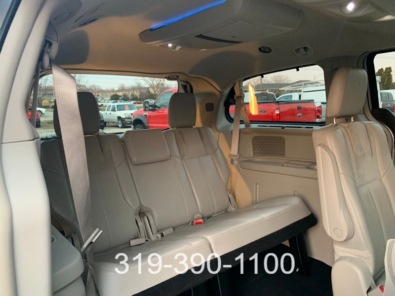 Chrysler Town & Country 2013 price $15,900
