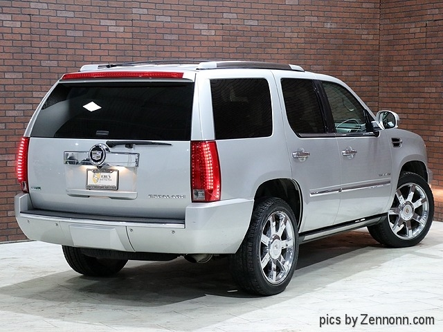 Cadillac Escalade 2010 price $19,990
