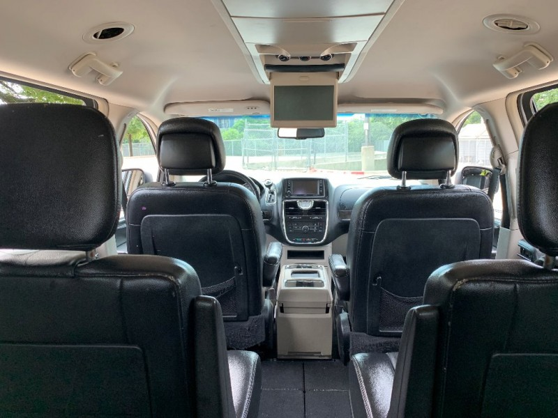 Chrysler Town & Country 2012 price $7,550