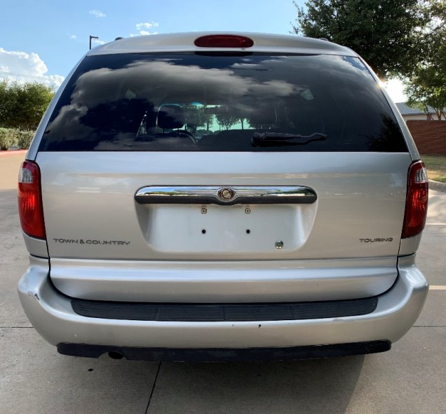 Chrysler Town & Country 2006 price $3,999