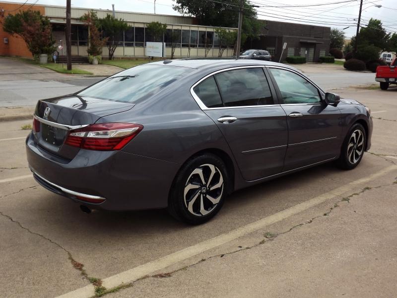 Honda Accord Sedan 2017 price $12,995