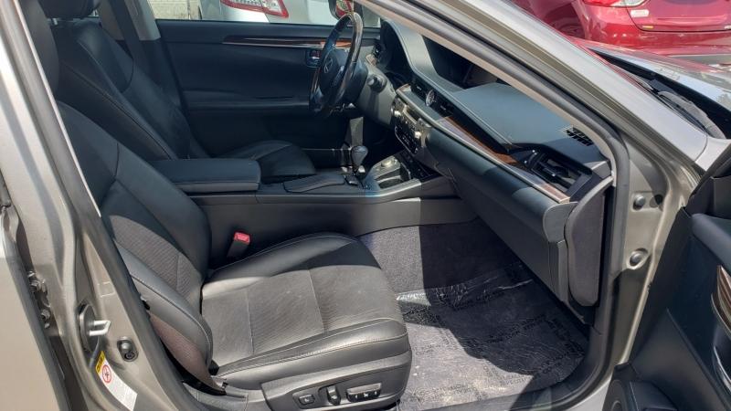 Lexus ES 350 2015 price $17,900