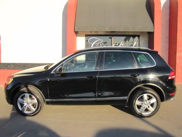 Volkswagen Touareg 2012 price $10,888