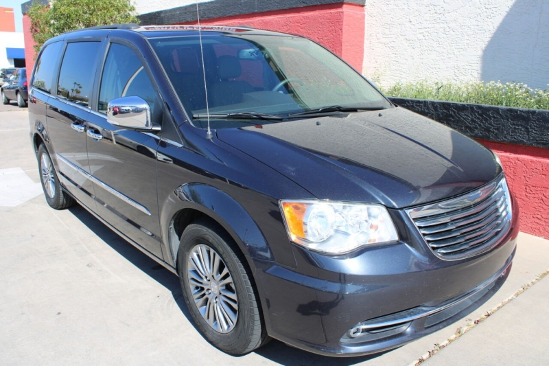 Chrysler Town and Country 2014 price $11,995