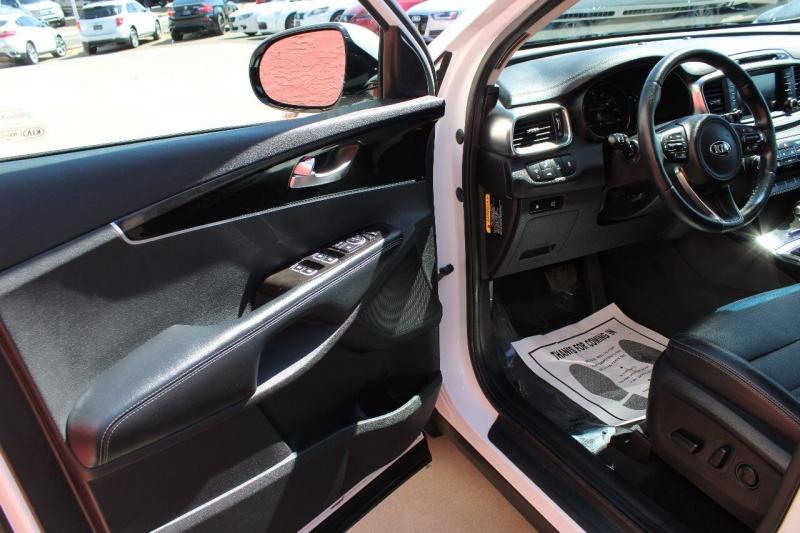 Kia Sorento 2017 price $19,495