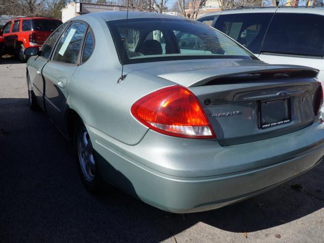 Ford Taurus 2005 price $8,495
