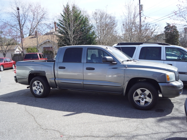 Dodge Dakota 2006 price $8,995