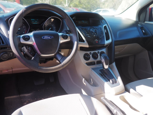 Ford Focus 2012 price $8,995