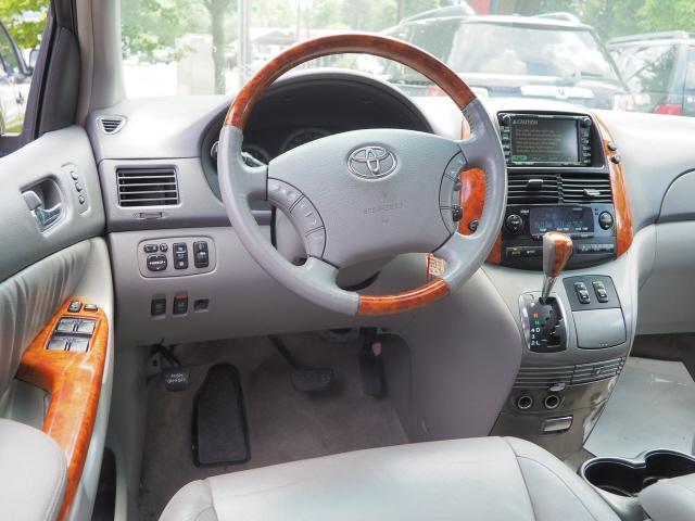Toyota Sienna 2006 price $10,995