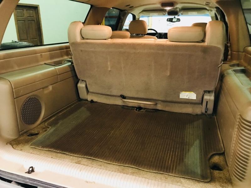 Chevrolet Suburban 2002 price $8,900