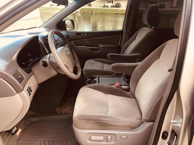 Toyota Sienna 2009 price $4,300