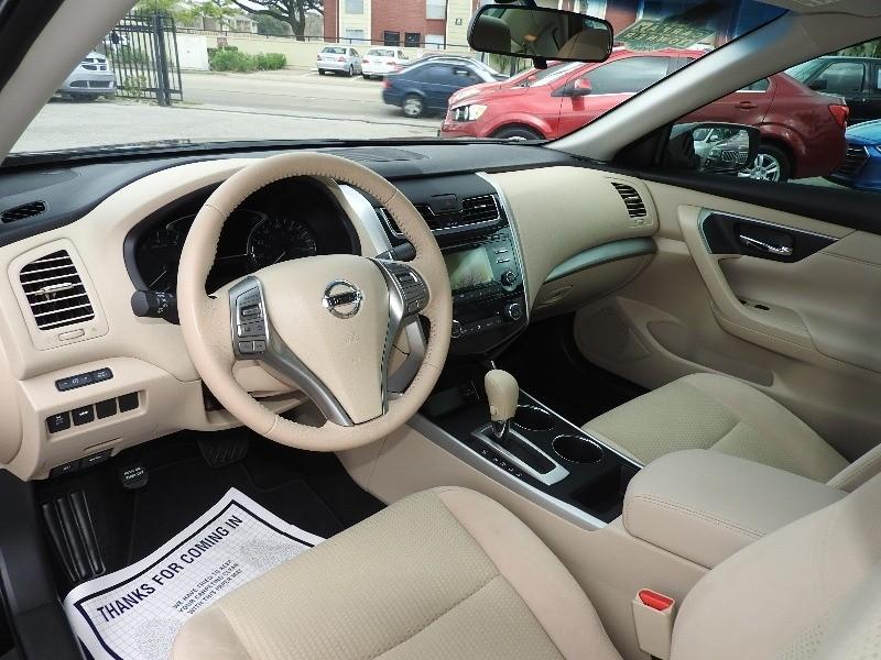 Nissan Altima 2015 price $12,988