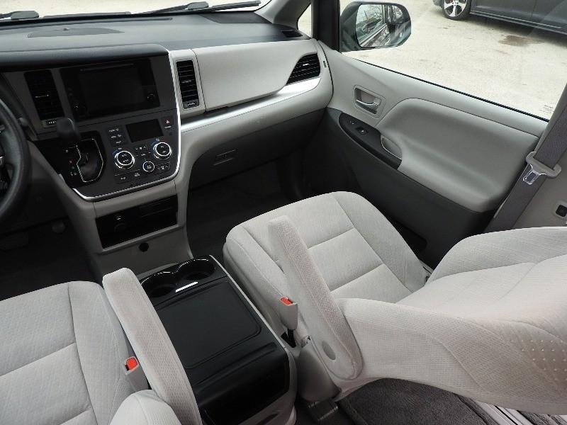 Toyota Sienna 2015 price $17,888