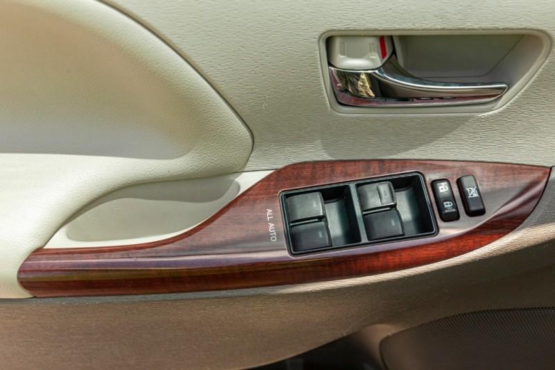 Toyota Sienna 2014 price $16,288