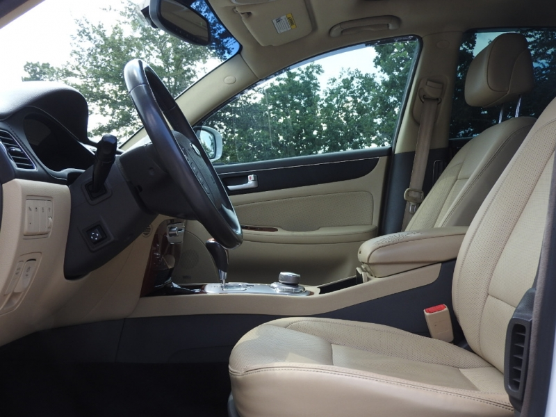 Hyundai Genesis 2012 price $7,788