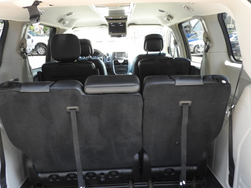 Chrysler Town & Country 2014 price $11,888