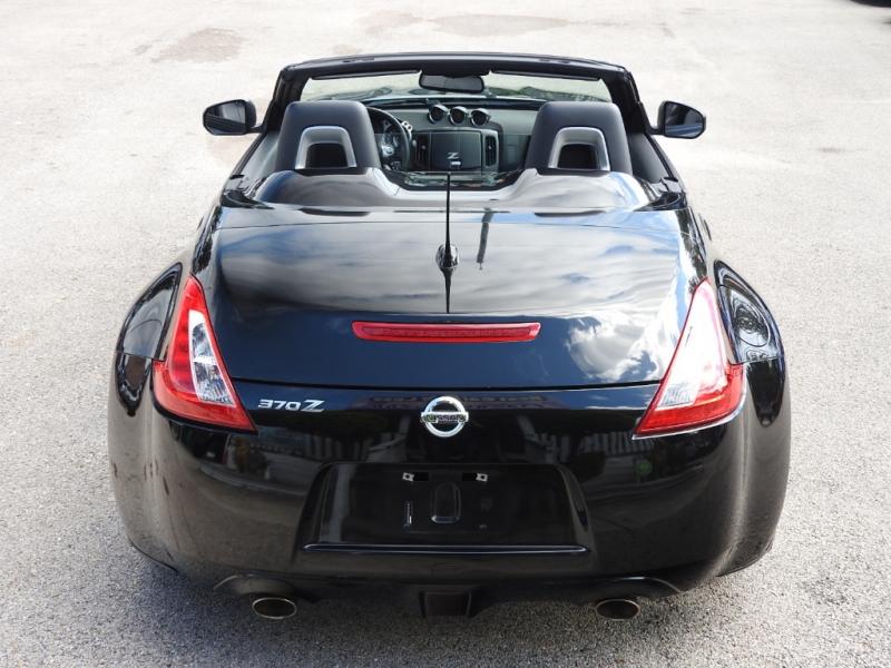 Nissan 370 Z 2010 price $13,988