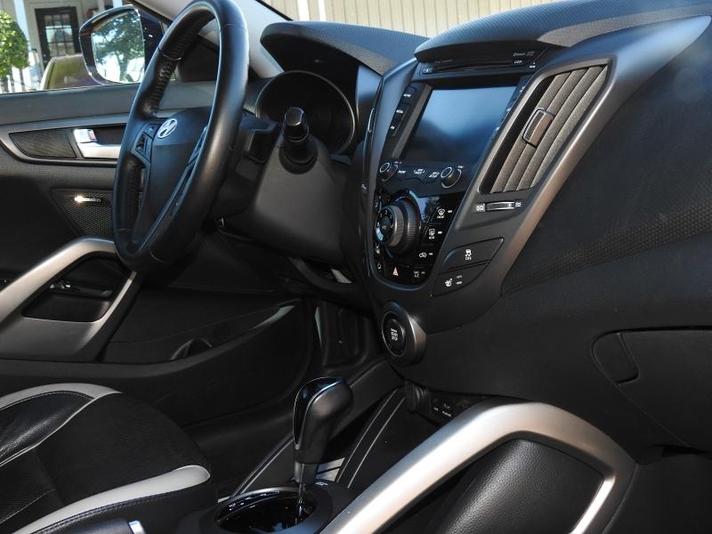 Hyundai Veloster 2013 price $9,988