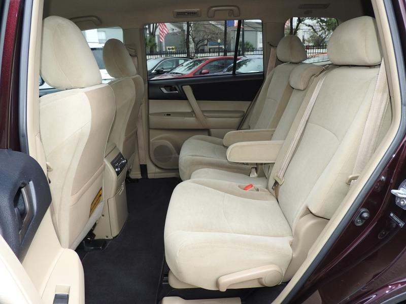 Toyota Highlander 2011 price $10,588