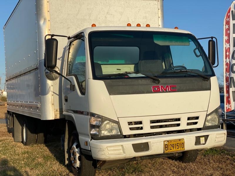 GMC W4500 2007 price $8,900